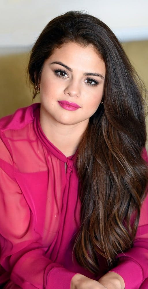 Selena Gomez Wallpaper For Iphone X