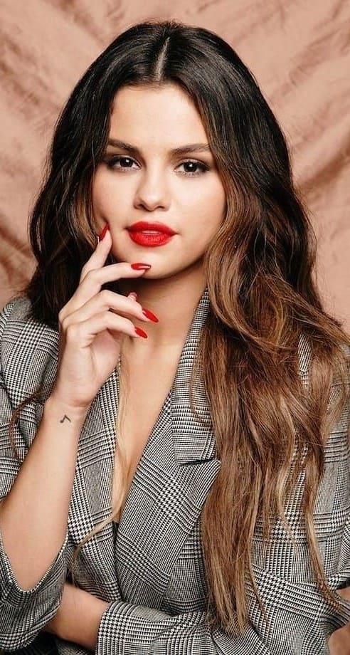 Selena Gomez Wallpaper For Iphone